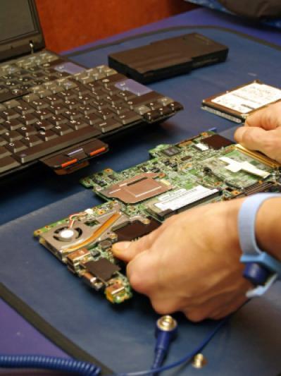 сдали ноутбук в ремонт с интим фото - 12